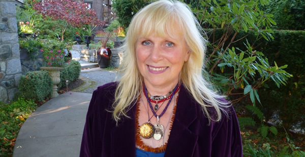 Joanne Eve Fraelic - palmist